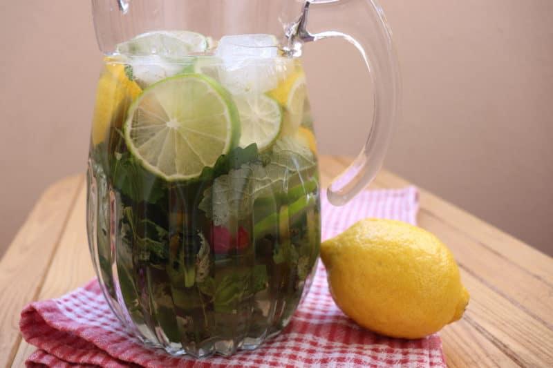 Ամառային զովացուցիչ ըմպելիք Մոխիտո ոչ ալկոհոլային