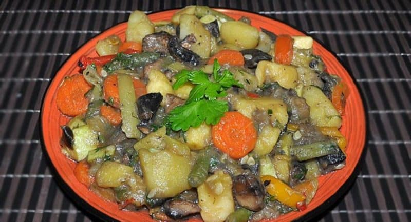 Շոգեխաշած բանջարեղեն սնկով